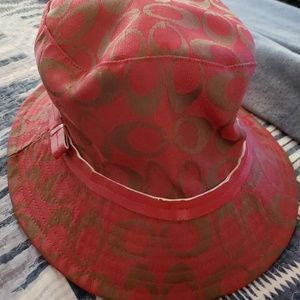 Chic vintage Coach hat very good condition